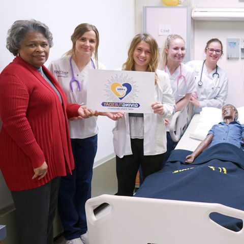 ollege of Nursing students, as well as Senior Lecturer Elaine Thomas and Dean Barbara Broome thank our 给 Tuesday supporters in the simulation lab, next to a mannequin in a hospital bed